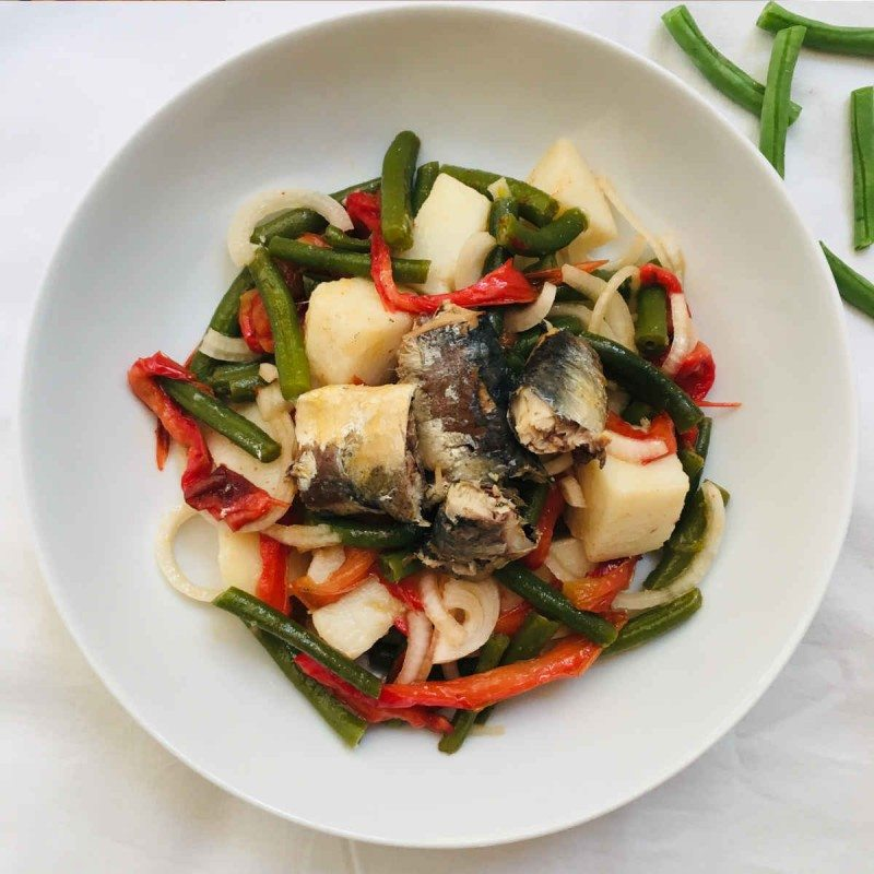 Ensalada de judías verdes, patata y sardinas con vinagreta de mostaza