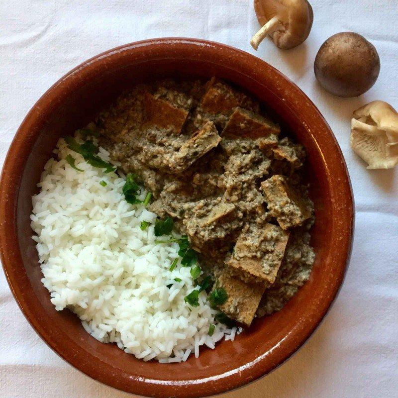 Filete ruso veggie en salsa de setas con arroz thai