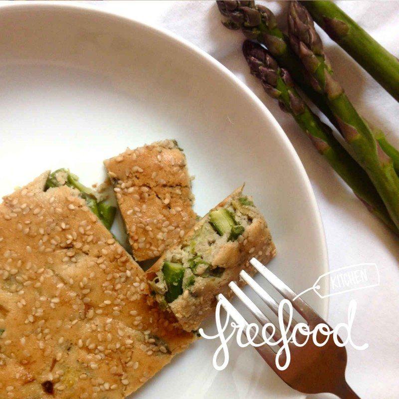 Tarta de espárragos verdes, puerro y ajos tiernos.